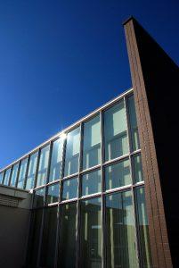 カーテンウォールとタイルの組み合わせ Low-Eガラス