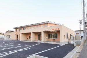 米沢の乳児園 南向きの明るい0歳~2歳児室 ランチルームにもなる広いオープンスペースが特徴です
