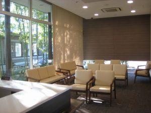 医院 竹林の見える待合室 タイルカーペット