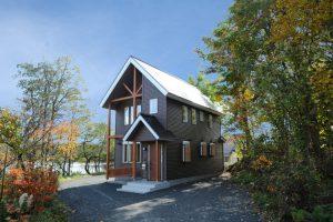 福島の別荘 矩勾配の屋根が特徴の木造建物です