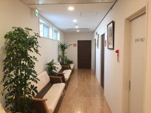 廊下兼用の中待合空間