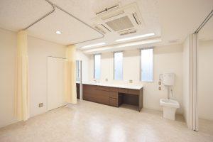 清潔感のある処置空間 隔離スペース