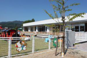 保育園 園庭 テラス木製柵